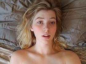 【個人撮影】すっと見てられるな‥ブロンドの美少女が自慰しているアヘ顔や逝き顔を彼氏が撮影してる投稿映像