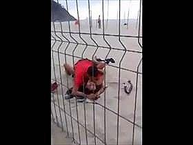 【個人撮影】たまたま通りがかった一般人が盗撮してネットへ流出!泥酔カップルが早朝に砂浜でガチセックス