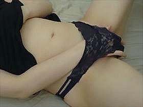 【個人撮影】どんどん声が大きくなって最後には痙攣しながら絶頂する素人娘の自撮りオナニー投稿映像がエロい