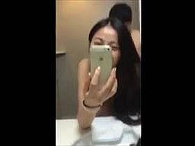 【個人撮影】トイレで彼女自らスマホで撮影!ラブラブでセックスしてるカップルのプライベートが流出