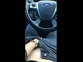 【個人撮影】刺激を求めて車中での自慰行為を自画撮り投稿!ガクガク痙攣と生々しすぎる喘ぎ声がエロ過ぎる
