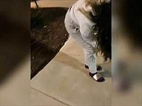 【個人撮影】街中で彼女のアソコに付けたローターを遠隔操作!歩けなくなっちゃう彼女の反応がリアルでエロい