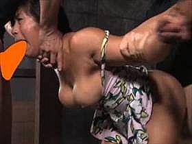 【無修正 素人】 巨乳のアジアン美女が白人男性2人に拘束されてハードコアなハメ撮りがこちら