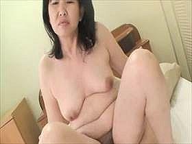 【無修正】こんな普通のおばちゃんが本気でセックスして感じてる姿が生々しくてクソエロい中出し動画がこちら