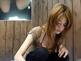 【無修正】可愛いギャルたちを和式トイレで盗撮!密着した逆さ撮りで大迫力の放尿シーンをお送りいたしますww