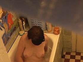 【無修正盗撮】大好きな義理の母の入浴を盗撮したらオナニー始めた!そのまま撮影した映像を息子が流出