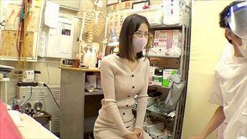 【素人】スレンダーでメガネが似合う美人の人妻が鍼灸院でのエロ施術に感じてしまう姿が見たい方はこちら!