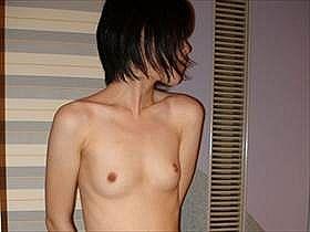 【素人エロ画像】全裸彼女を撮影するって楽しい…生々しくてリアルな姿だから抜ける!