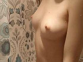 【素人盗撮】彼氏がシャワー室に隠しカメラを仕掛けて撮影!美乳がエロ過ぎる彼女の姿がリアルにエロくて抜ける