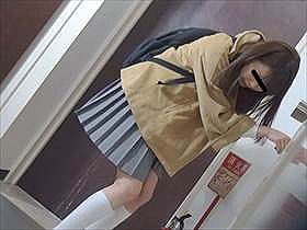 トイレに行く前にパンパン膀胱がパンク…!ハプニング小便お漏らしの瞬間