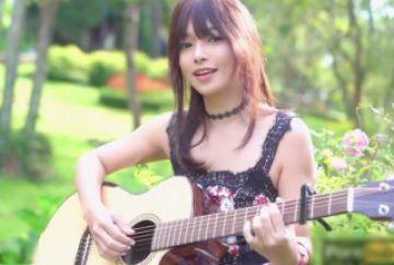 【無修正 個人撮影】 普通のミュージックビデオと思いきやこの女の子、パンツ履いてねぇ~www