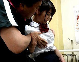 【エロ動画 美少女】 セーラー服を脱がされドSな教師の性欲処理の肉便器として調教される