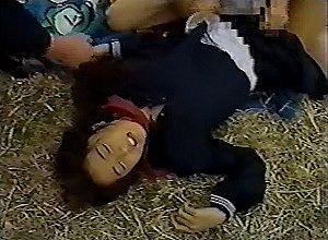 【エロ動画】 今は亡き伝説のAV女優!!! 彼氏の前で激しくレ●プされるセーラー女子校生