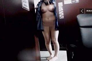 【無修正】巨乳お姉さんがネカフェで堂々と露出プレイするライブ配信映像!!