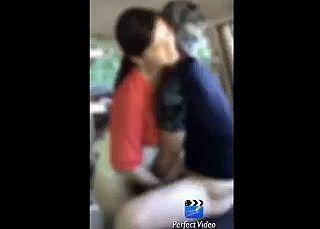 【エロ動画 個人撮影】 夫が撮影。妻をスポーツ公園にいたアスリート大学生と車内でSEXさせた一部始終。。。