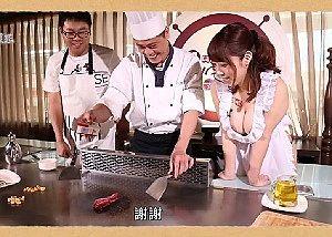 中国の料理番組に日本の巨乳AV女優が出演したらこうなる・・・!