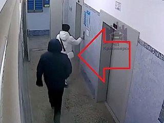 【衝撃映像】ストーカーにマンション内に入られた女。今からヤバい事されます…