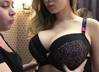 【動画あり】ロシアの通販番組に出てくる女の子、おっぱいがデカすぎるwwwww