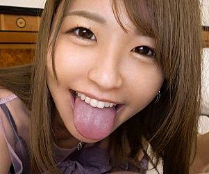 暴発した精子飲んで満面の笑みを浮かべる肉食保育士なつ先生(21)
