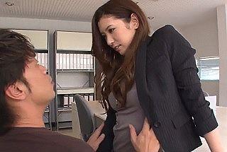 【無修正】 職場で誘惑してくる美脚×美乳モデル体型な女上司と生性交