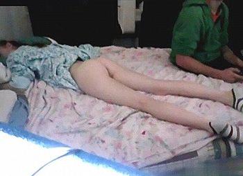 【動画あり】妹がベッドでこうなってるんだけど、これチ●コ挿れていいよね?