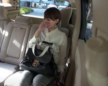 【無修正 素人】 お色気ムンムンのショートカットの巨乳美女を車内で中出しハメ撮り