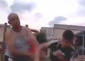 【衝撃】近所のおっさんに20回殴られた高〇生、1発だけやり返した結果wwwww