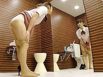 【パンスト履き替え盗撮動画】会社のトイレで破れたストッキングを履き替える制服姿のOLを隠しカメラ撮りww