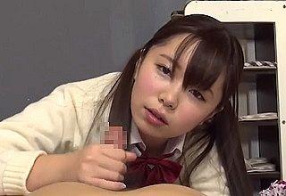 【無修正】制服姿のロリカワ美少女の締まる薄毛マ〇コ生ハメの中出しSEX