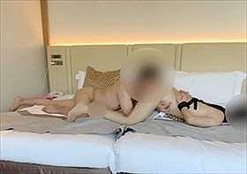 【素人盗撮】不倫カップル映像!人妻の手を拘束してバックでのクンニでドエロく喘ぐ様子をこっそり撮影して投稿