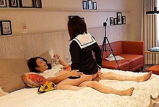 【無修正 素人】 巨乳×美尻な制服JKのキツマ〇コに大量ザーメン注ぎ込む個人撮影