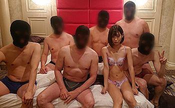 【エロ動画 素人】 華奢でスレンダーな女の子が怪しいマスク男たち6人と乱交中出し