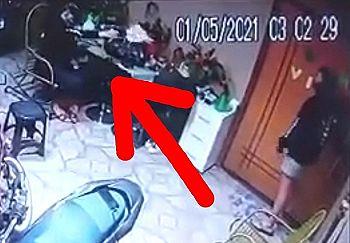 【閲覧注意】ヤバい動画。本物の銃で遊んでた女の子、彼氏を撃ち殺してしまう…