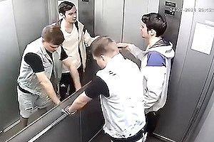 【動画】エレベーター内で暴れたDQN2人組のせいで次の乗客がかわいそうな事に。