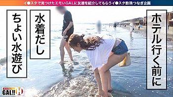 この後、立ちバックで犯される湘南で水遊びするギャルさん