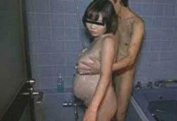 【閲覧注意】風俗嬢さん、客に妊娠させられ泣いてしまう…(画像あり)