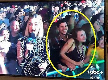 【動画あり】TVに映ったカップル。明らかに挿入してるだろと話題にwww