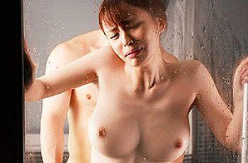 【エロ動画 伊藤舞雪】 出張先で上司の絶倫ちんぽの濃厚SEXに一晩だけ旦那を忘れ快楽に溺れる美人OL