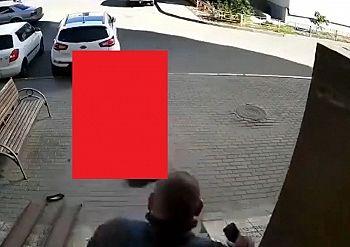 【閲覧注意】この男、家を出るのがあと3秒早かったら死んでいた…(動画)