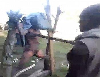 【閲覧注意】最新「魔女狩り」動画。全裸に剥かれた女がマ●コまで全てを拷問される