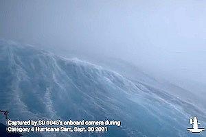 【動画】世界初、ハリケーン内部の海の様子をセイルドローンで撮影。