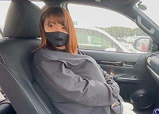 【エロ動画 個人撮影】 ノーパンJD彼女と買い物デート⇒我慢できずに駐車場で始めちゃいますww