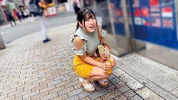 【エロ動画 素人】 美少女のデカ乳パイパン女子大生をナンパして、報酬をネタにとびっこ散歩を決行