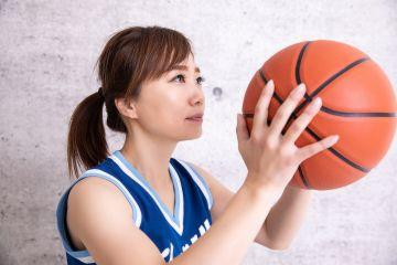 【画像】巨乳女さんのノーブラ乳揺れバスケがドスケベすぎる!!!