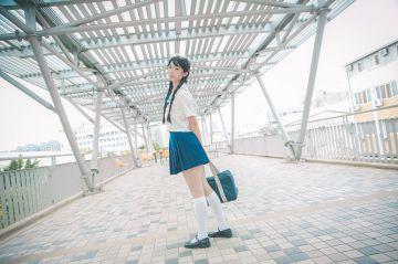 【画像】女子高生「春休みだしクラスメイトと下着姿でお泊り会してみたw」(パシャッ
