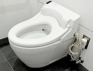 【画像】新人OLさん、トイレで絶対に見られたくない姿を盗撮される