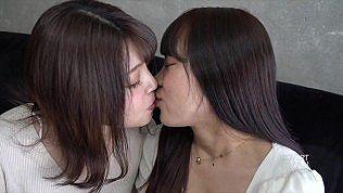 無修正、素人。親友同士で3Pセックスに挑むお姉さん達♪友達のやってる姿に興奮する美女