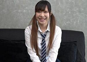 無修正 18歳素人娘が最近まで着てた制服を着てロリマンコに種付けされる