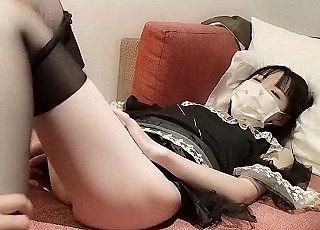 無修正、素人。メイドコスの似合う18歳の素人美少女とのプライベートSEX