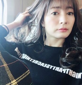 【画像】新山千春さん(39)のお乳袋が爆発寸前www
